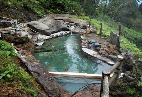 野外露天浴池/在大自然之中,無棚頂的浴池