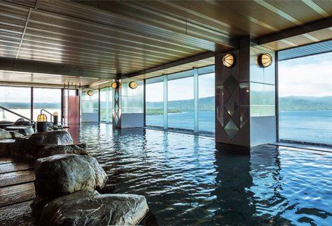 室內浴池(大浴場)/浴室很寬闊,可同時供許多人使用